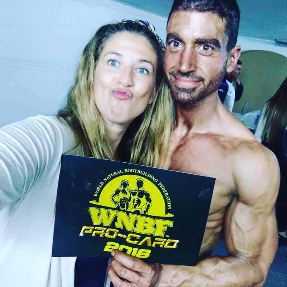 WNBF PRO CARD 2018 Gabriel Coch, celebración junto a su pareja en el campeonato de España
